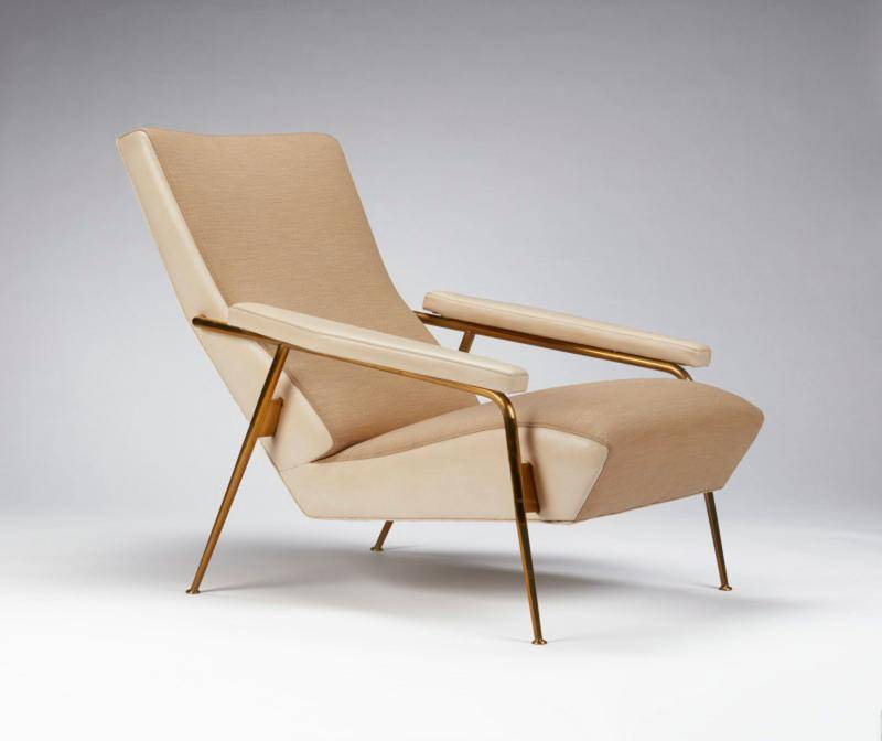 Wood relaxed armchair